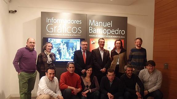 El fotógrafo Manuel Pérez Barriopedro ha recibido la Insignia de Oro de la Asociación de Informadores Gráficos de Prensa y Televisión de La Rioja